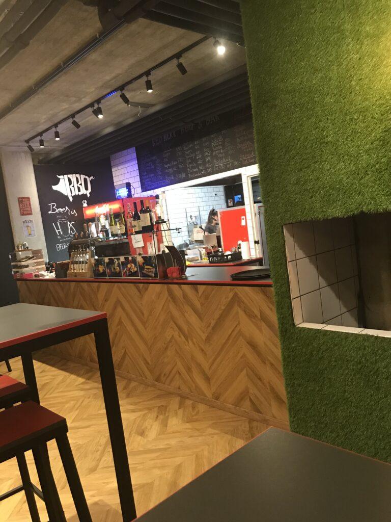 Rednekk BBQ Debrecen étterem belső